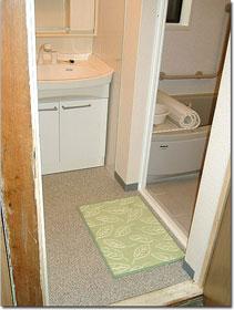 浴室入り口の段差を無くし、床も丈夫でしっかりと