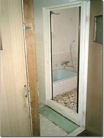 リフォーム前の浴室と脱衣場(洗面室)